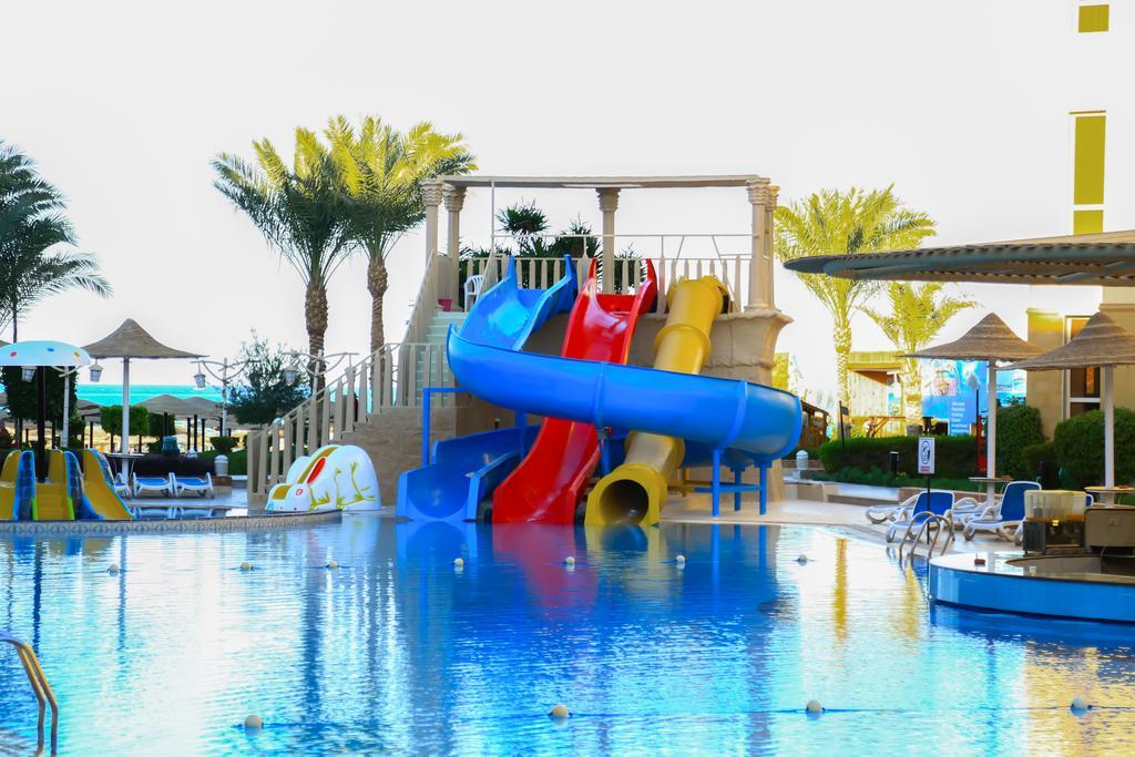 AMC Royal Resort 5